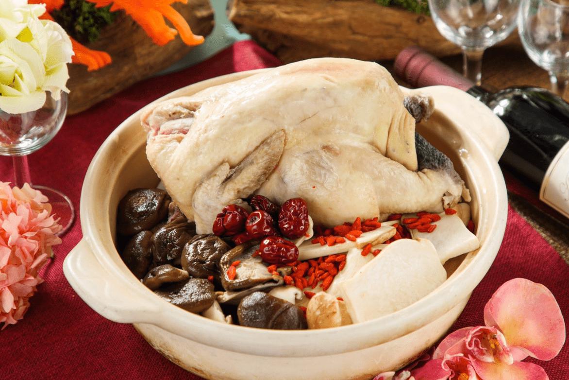 蕈菇養生燉雞砂鍋